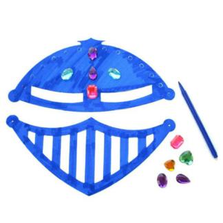 Kartonnen riddermaskers om in te kleuren en te versieren. Leuke knutselset tijdens een thematisch kinderfeestje rond ridders en draken.
