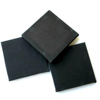 Set van drie kleine zwarte schildersdoekenen 125zelfklevende foam decoratiestickers van vleermuizen, manen en sterren om de doeken te versieren. Leuke knutselset voor kinderen tijdens een griezelfeestje.