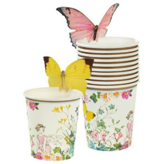 Set van 8 kartonnen bekers met een afbeelding van een elfje, vlinders en bloemen in zachte pastelkleuren. Aan iedere bekerrand zit een gele of roze papieren vlinder als extra decoratie.