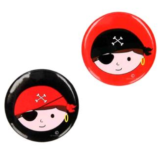 Ronde button met een afbeelding van een piratenhoofd. Dit is een leuk uitdeelcadeautje tijdens een kinderfeestje rond piraten.