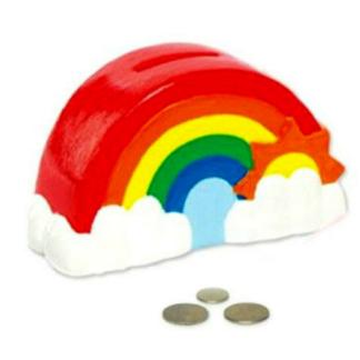 Spaarpot van keramiek in de vorm van een regenboog om in te kleuren met verf. Dit is een leuke knutselset tijdens een kinderfeestje.