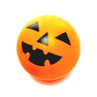 oranje stuiterbal met een ontwerp van een pompoen met een lachend gezichtje. Leuk als uitdeelcadeautje tijdens een Halloween kinderfeestje.