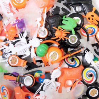 Vulling voor een piñata bestaande uit 72 kleine speelgoedstuks met Halloween thema.