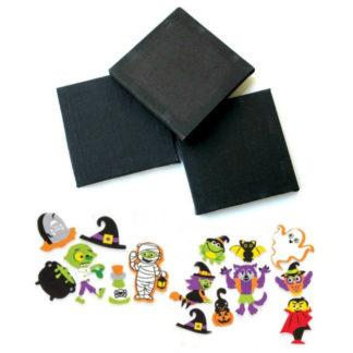 Zwarte schildersdoeken en stickerdecoratie in foam met Halloween thema. Leuke knutselset tijdens een kinderfeestje rond Halloween.