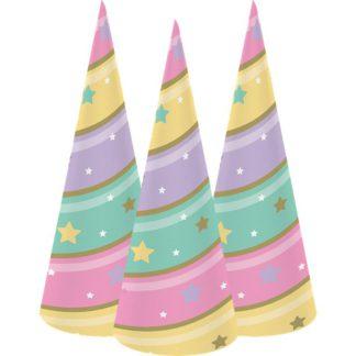 Kegelvormige feesthoedjes in pastelkleuren die kunnen gedragen worden als hoorn van een eenhoorn. Leuk voor een themafeestje rond eenhoorns.