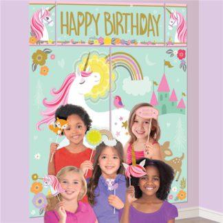 Kartonnen decoratieset met een tafereel en foto props met eenhoorn thema. Leuk voor een thema feestje rond eenhoorns.