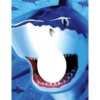 Fotoprop met een afbeelding van een haai met een open bek tegen een blauwe achtergrond.